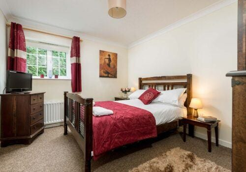 New Forest Holiday Cottage red bedroom Criddlestyle Cottage
