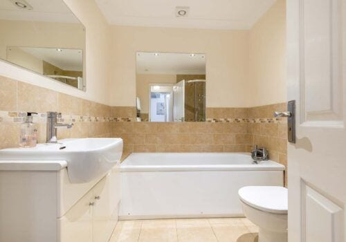 Holiday home New Forest family bathroom with separate shower