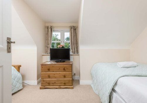 Luxury holiday home in New Forest twin bedroom Mews Hill