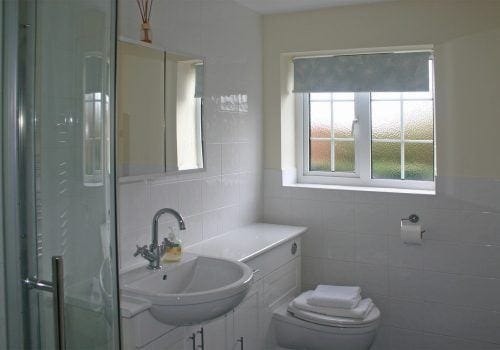 En-suite bathroom to New Forest holiday home
