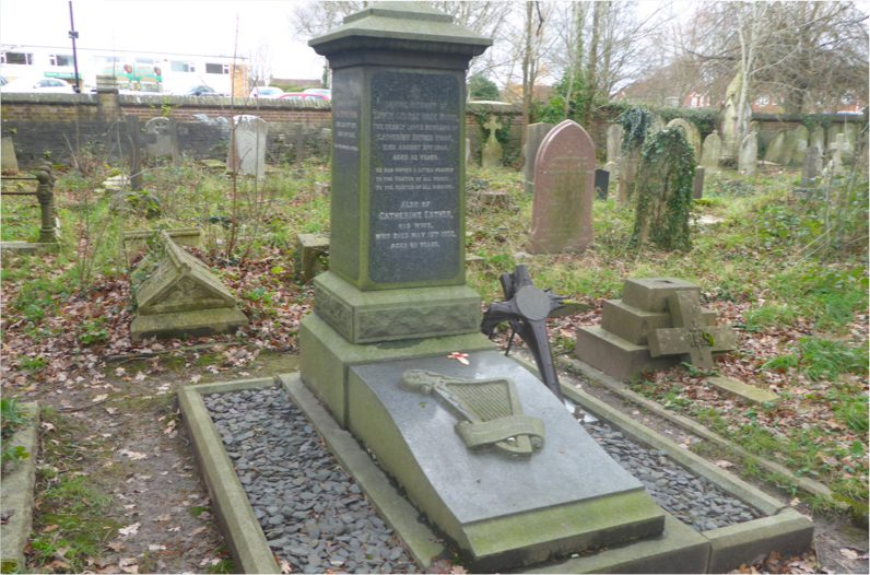 The grave of Squadron Leader Edwin Rowland Moon in Southampton cemetery.