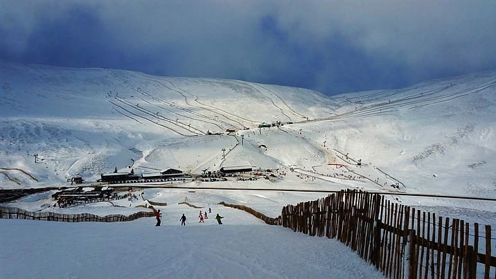 A photo of a ski resort in the UK.